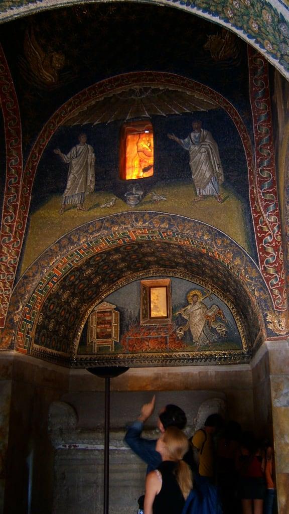 Mausoleo di Galla Placidia の画像. italy holidays mosaic mausoleum di ravenna 2007 mausoleo galla gallaplacidia placidia pleiades:depicts=393480
