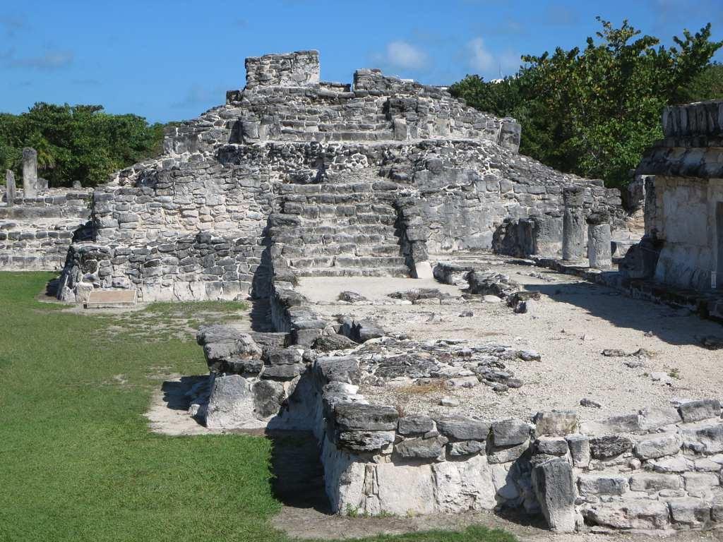 Bilde av Zona Arqueológica El Rey. mexico pyramid cancun