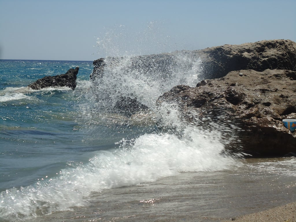 Bild von Anidri Beach. sea rocks wind wave greece crete seaspray chania gianiskari