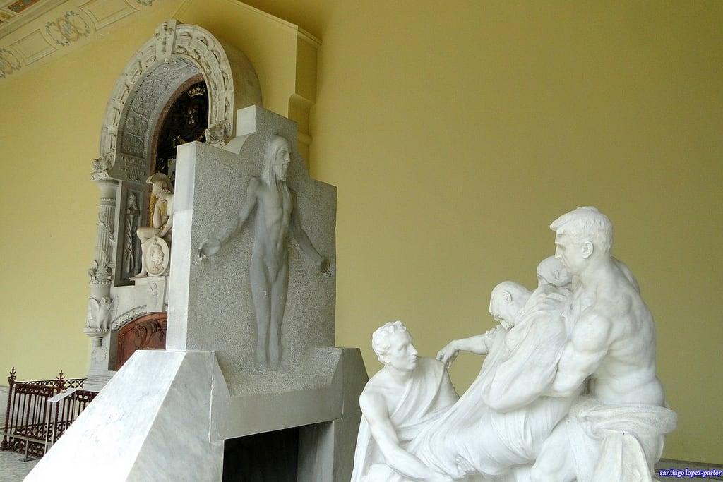 Изображение Estatua de Velázquez. madrid sculpture españa cemetery graveyard spain cementerio tomb escultura estatua espagne sculptures atocha comunidaddemadrid sigloxix neobizantino decimonónico
