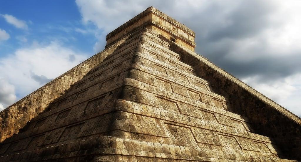 Imagine de Temple of Kukulcan. pyramid maya chichenitza kukulcan elcastillo templeofkukulcan marceloromeophotography canonpowershotg15