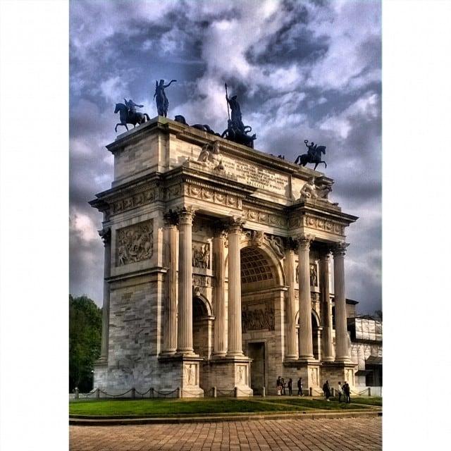Изображение Arco della Pace. square squareformat iphoneography instagramapp uploaded:by=instagram foursquare:venue=4b05887af964a5205bc822e3