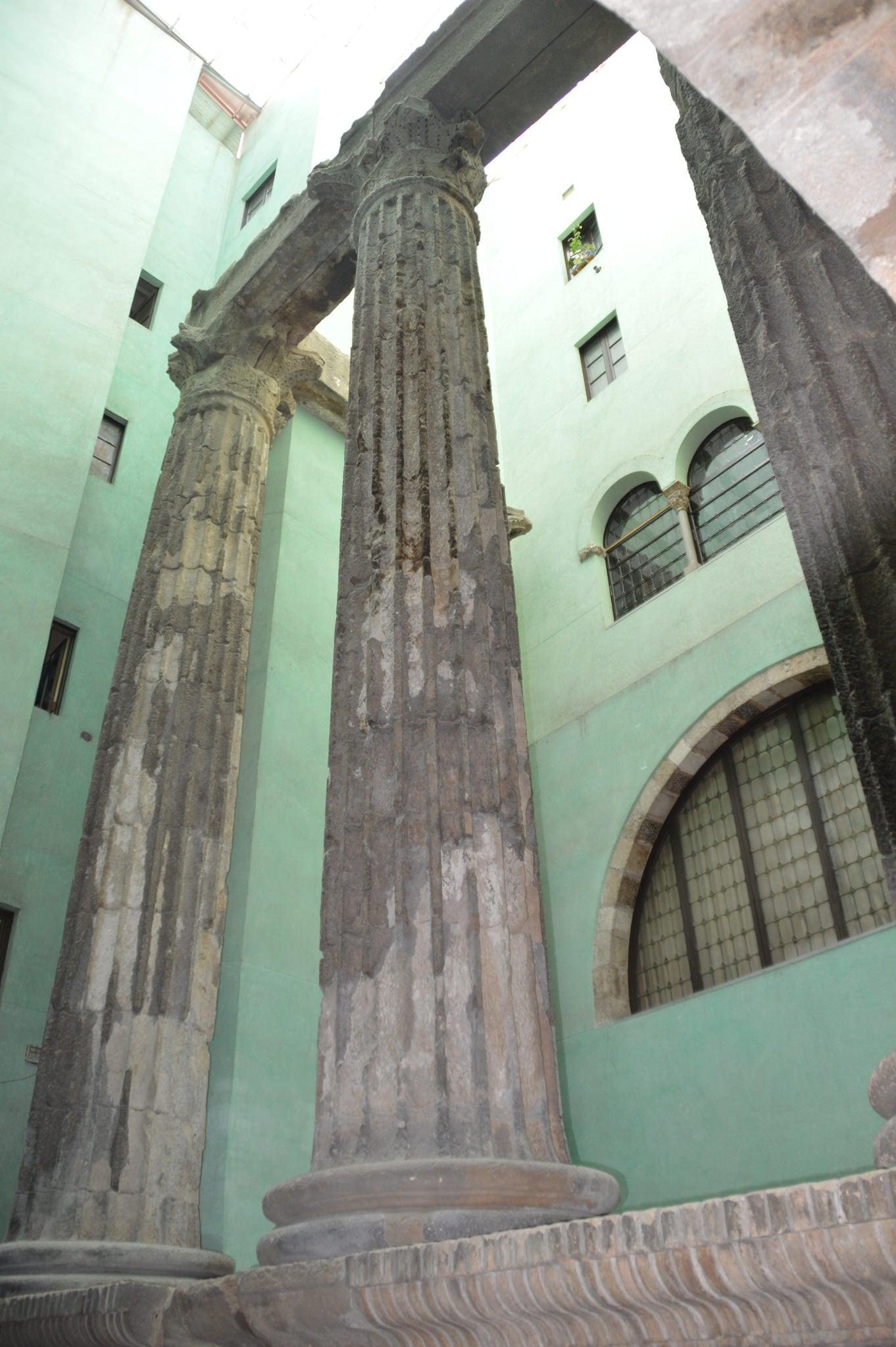 Εικόνα από Temple d'August. barcelona templedaugust michaelcgaylard
