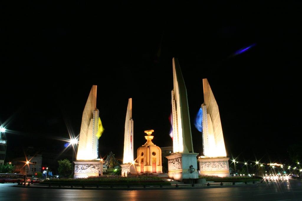 תמונה של Democracy Monument. monument 350d democracy bangkok อนุสาวรีย์ อนุสาวรีย์ประชาธิปไตย ประชาธิปไตย