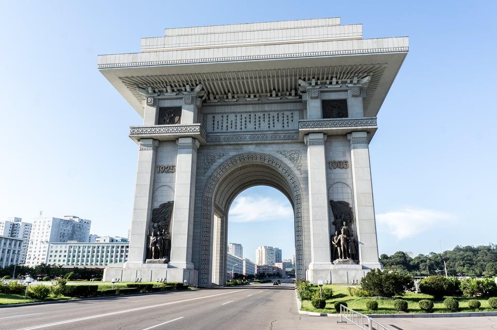 Image of Arch of Triumph. road kp archoftriumph northkorea pyongyang dprk nordkorea