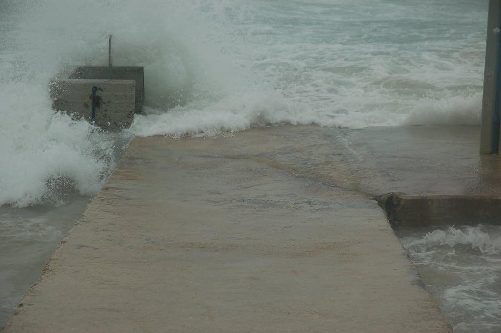 Dado Beach (חוף דדו) Dado Beach közelében Haifa képe. storm israel haifa ישראל חיפה סערה david55king