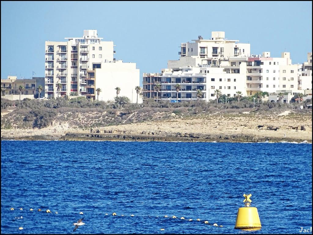 Attēls no Il-Bajja tax-Xama' Piekrastes smiltīs. bugibba malta europe europa skyline mediterraneansea mediterraneo marmediterraneo med