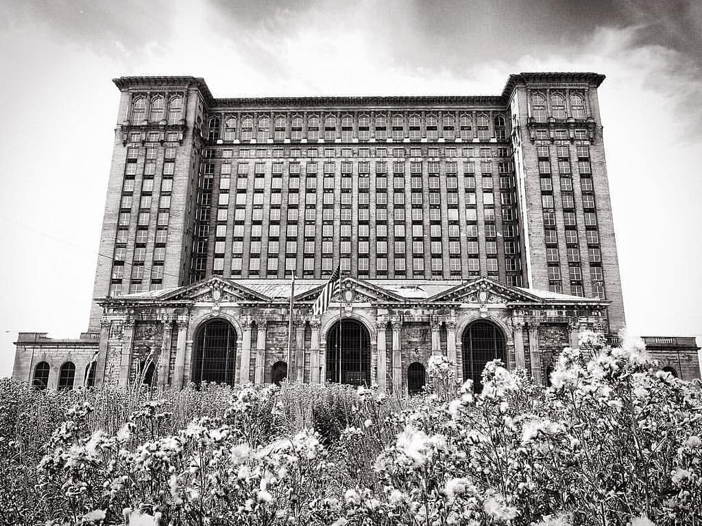 Obrázek Michigan Central Station Building. square squareformat iphoneography instagramapp uploaded:by=instagram