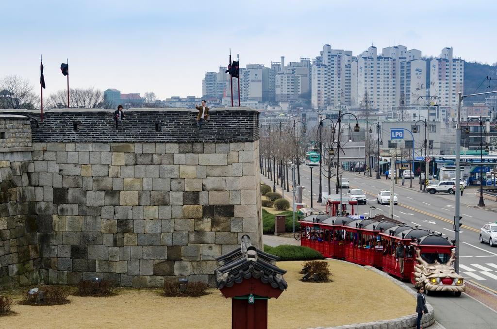Зображення 화성행궁. hwaseongfortress seoul southkorea suwon gyeonggido kr 화성행궁