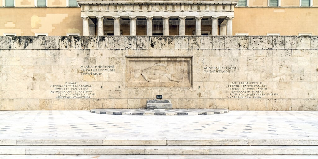 Image of Tomb of Unknown Soldier. 2018 αθήνα ελλάδα europa βουλή greece αττική capital athens city monument day square facade palace wall centro gedenkstätte memorial πλατείασυντάγματοσ syntagma historical