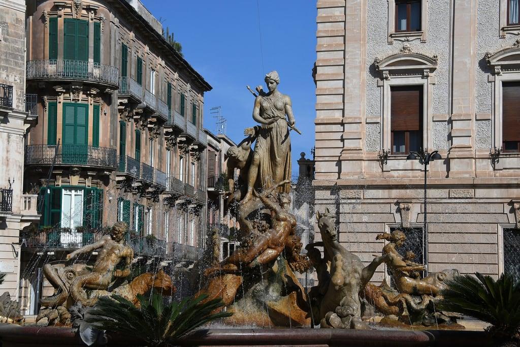 Immagine di Archimede. italien italy ortigia sicilia sicily siracusa sizilien syracus syrakus italia ita brunnen fountain diana fontana