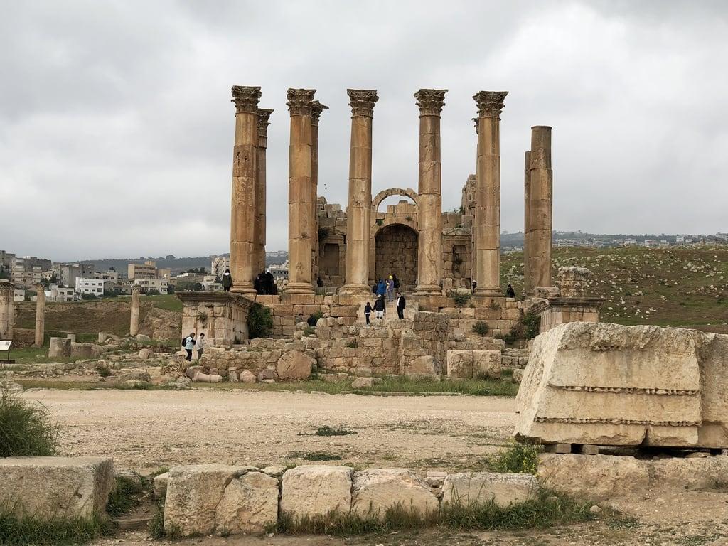 Temple of Artemis की छवि. jordan jerash templeofartemis roman