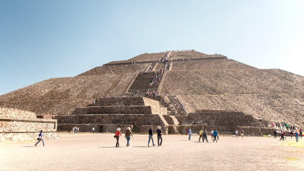 תמונה של Teotihuacán ליד Ampliación San Francisco. 2017 winter mexico mexicocity teotihuacan pyramidofthesun january mexique estadosunidosmexicanos mexiko 墨西哥 pyramides pyramid