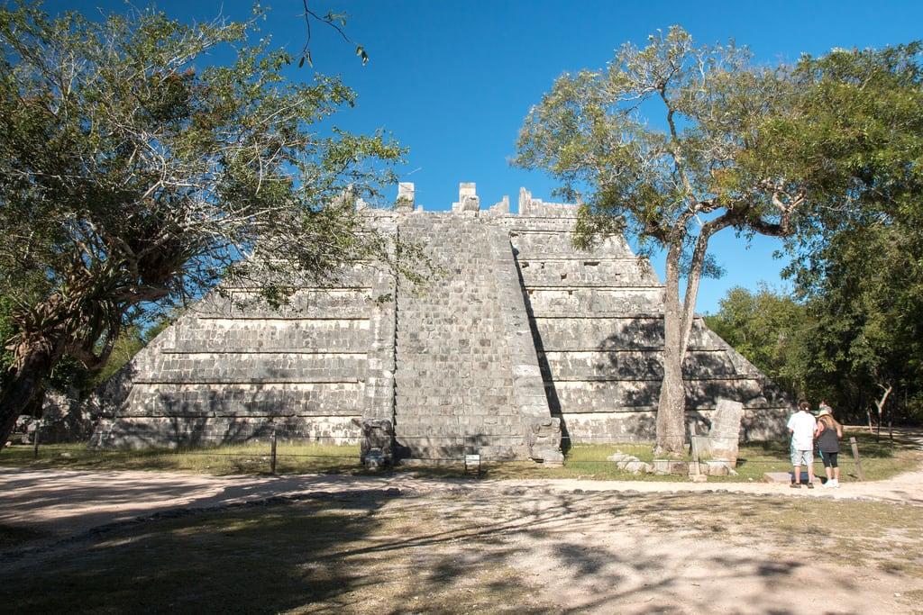 תמונה של Chichen Itzá ליד San Felipe Nuevo. 2017 mexico yucatan january winter mayan chichenitza ruins mexique estadosunidosmexicanos tombofthehighpriest tumbadelgransacerdote mexiko 墨西哥