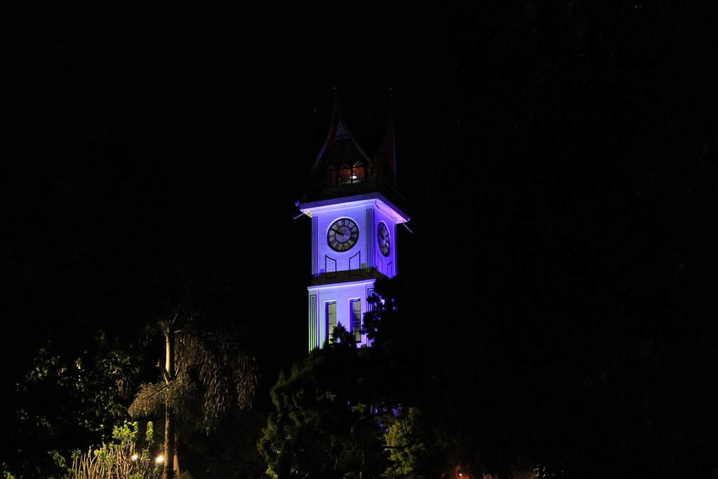 Εικόνα από Jam Gadang. earthnight indonesia asia bukittinggi sumatra clock tower clocktower