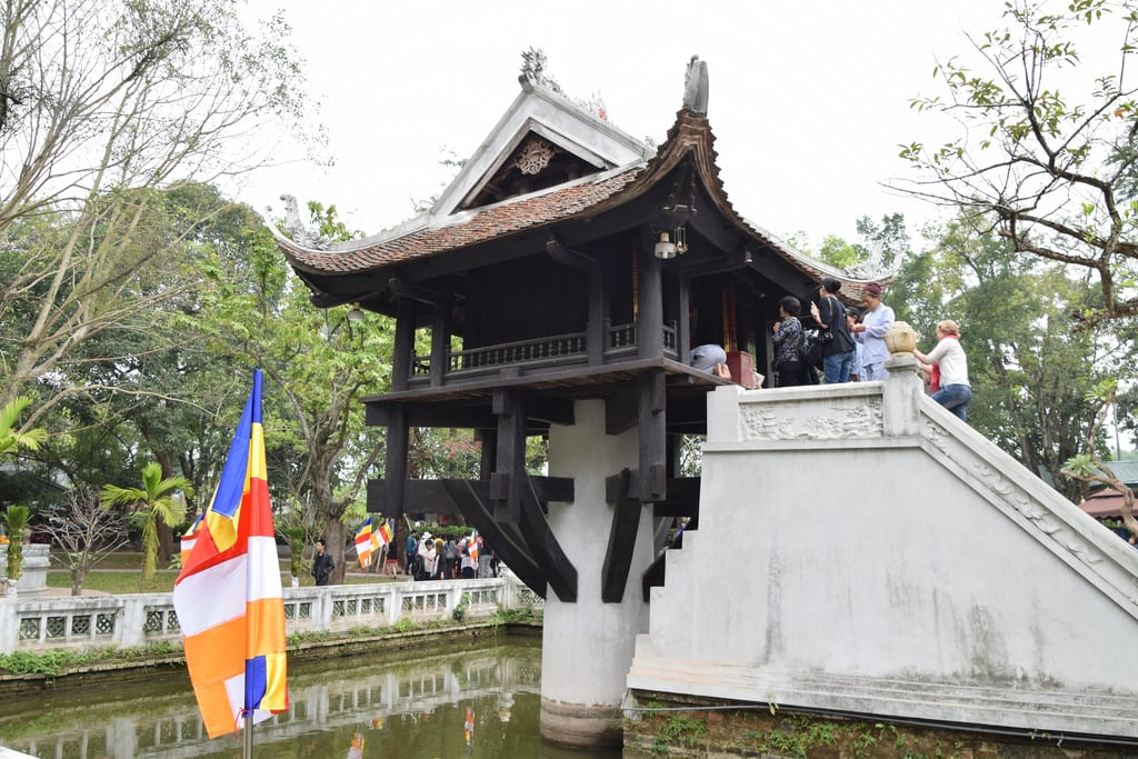 Imagine de One Pillar Pagoda. paulmannix vietnam 2017