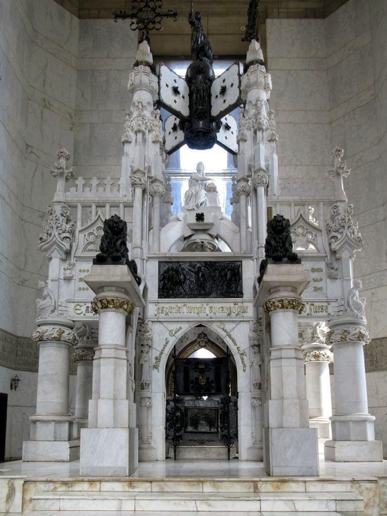 Image de Faro a Colón. christophercolumbus santodomingo dominicanrepublic tomb