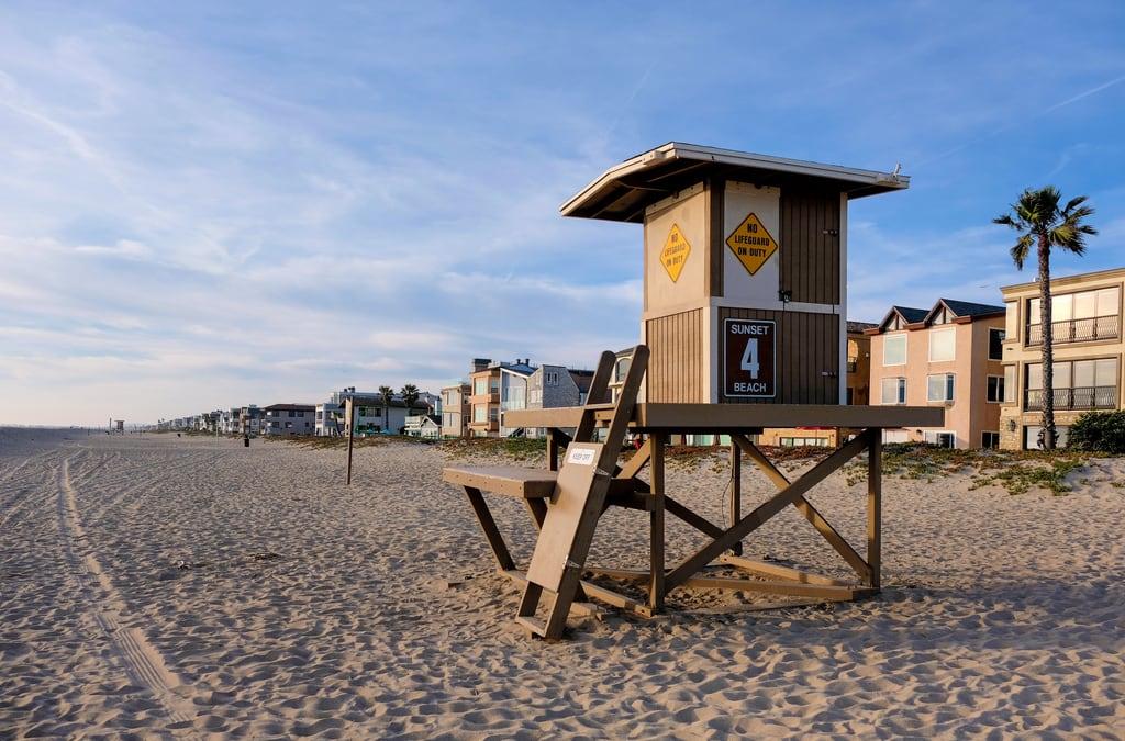 Bilde av Sunset Beach. lifeguard losangeles beach ocean tower huntingtonbeach california unitedstates us dscf9724