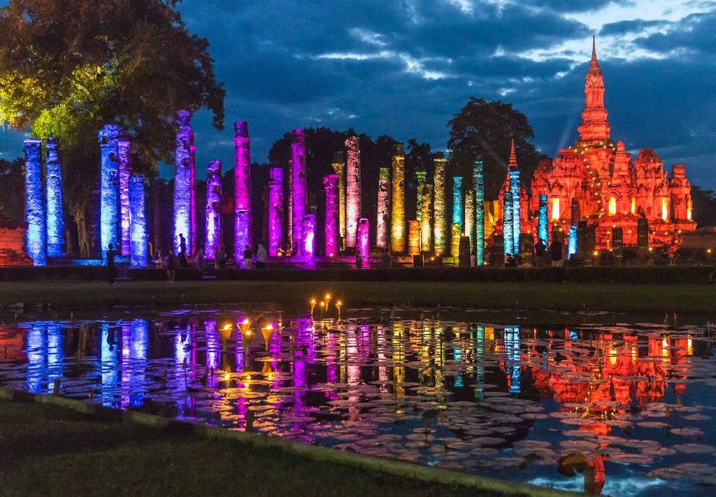 Afbeelding van Wat Mahathat. thailand sukhothai sukhothaihistoricalpark lightshow watmahathat