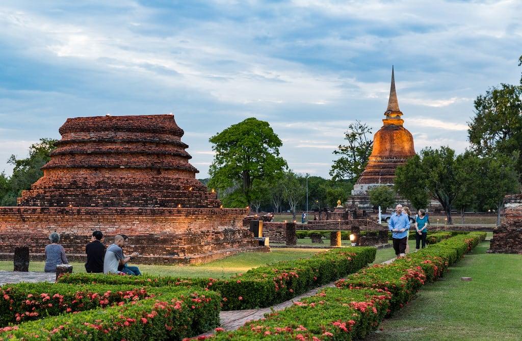 Imagem de Sukhothai Historical Park. thailand sukhothai sukhothaihistoricalpark lightshow