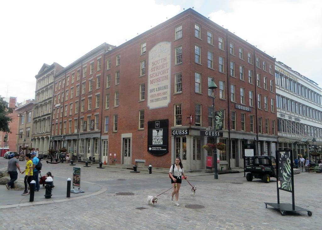 Attēls no South Street Seaport. waterstreet newyorkcity nyc manhattan downtown building architecture