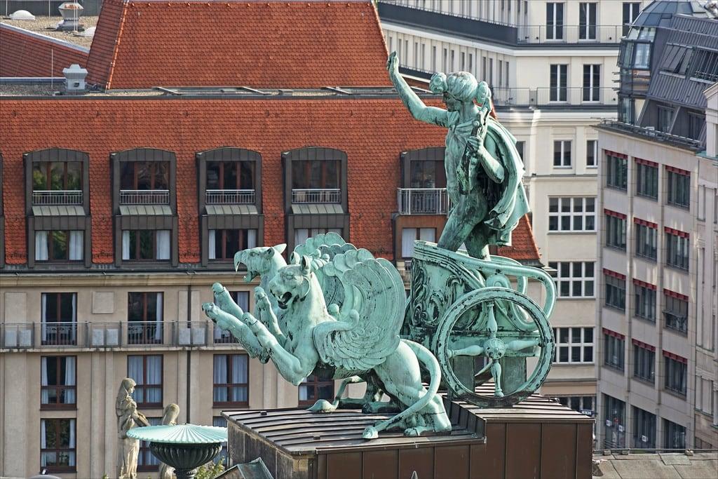 Bild von Friedrich Schiller. dalbera berlin allemagne konzerthaus salledeconcert karlfriedrichschinkel apollon char griffons