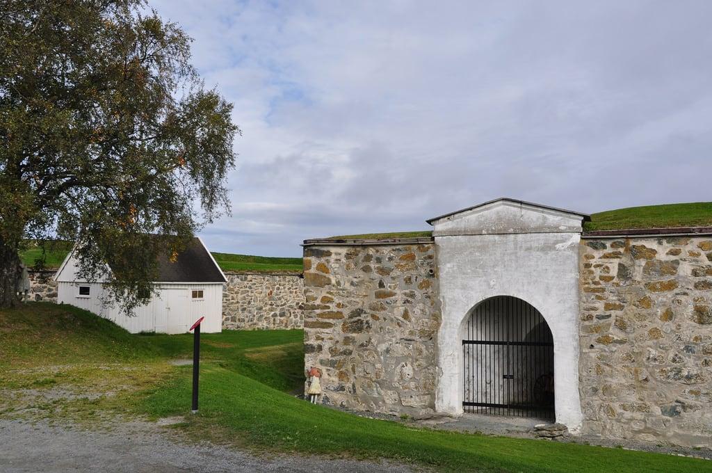 Image of Kristiansten festning. rediscoveringtraditionalmortars fästning fortress festning kristiansten konst art konstutställning skulpturutställning