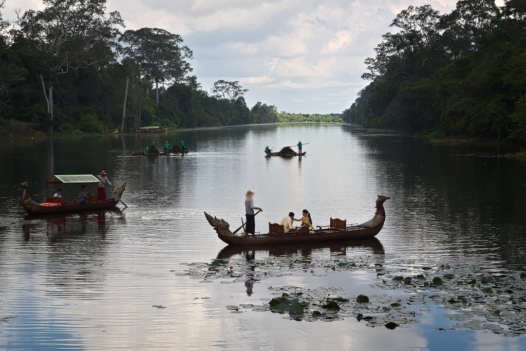 صورة South Gate. ស្ពានក្លោងទ្វាខាងត្បូង krong siemreap cambogia southgate angkorthom cambodia canon eos6d 25105mm river fiume bridge