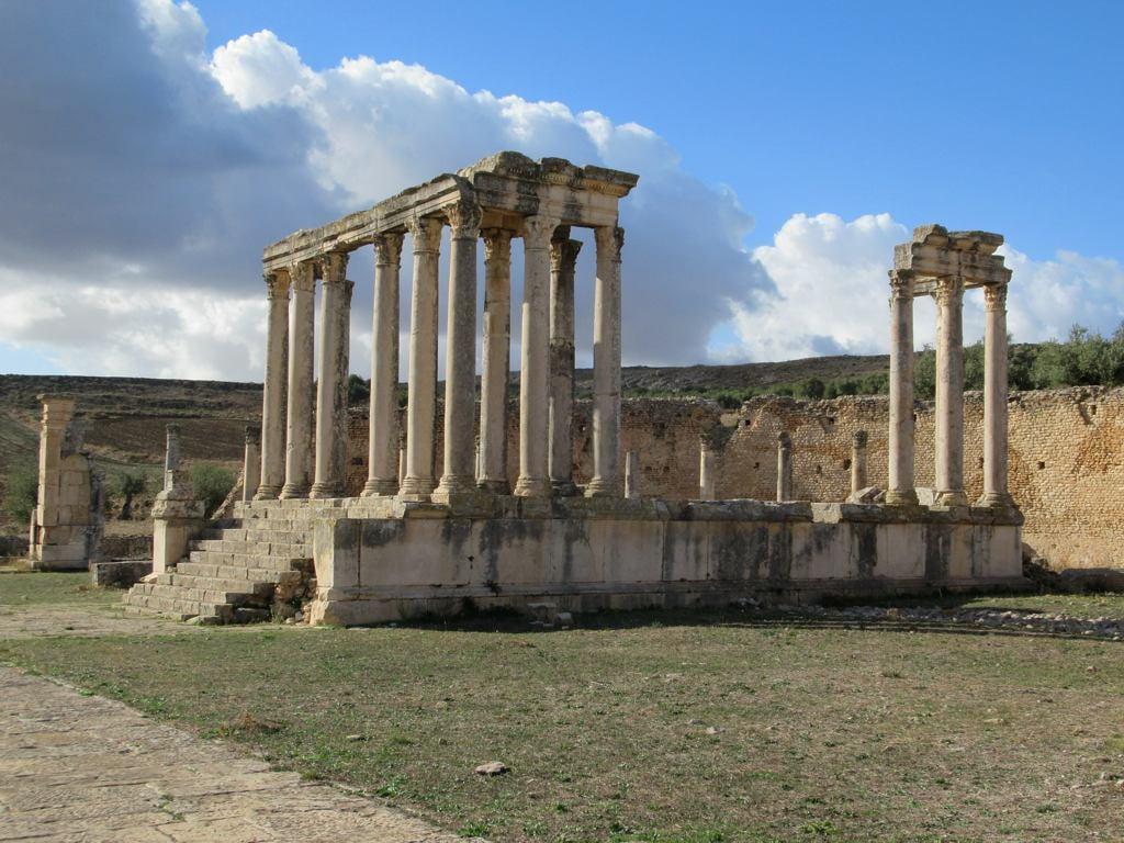 Image de Dougga. dougga tunisia roman carthaginian tanit