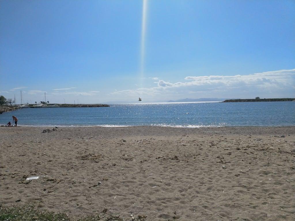 Glyfada Beach (Παραλία Γλυφάδας) 359 Metre uzunluğunda plaj görüntü.