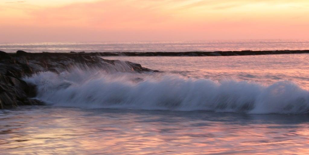 Image de Playa de Fañabe près de Playa de las Américas. wave tenerife sunset blur pink beach evening hisgett canaryislands canary islands spain