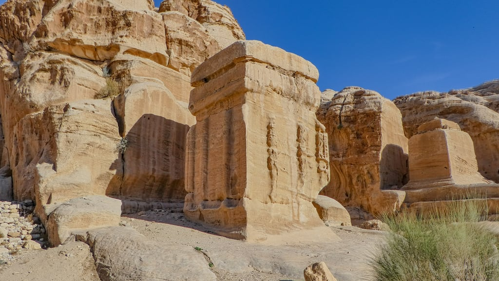Image of Djinn Blocks near Petra. petra jordanië المملكةالأردنيةالهاشمية jordan raqmu البتراء لواءالبتراء maangovernorate jo