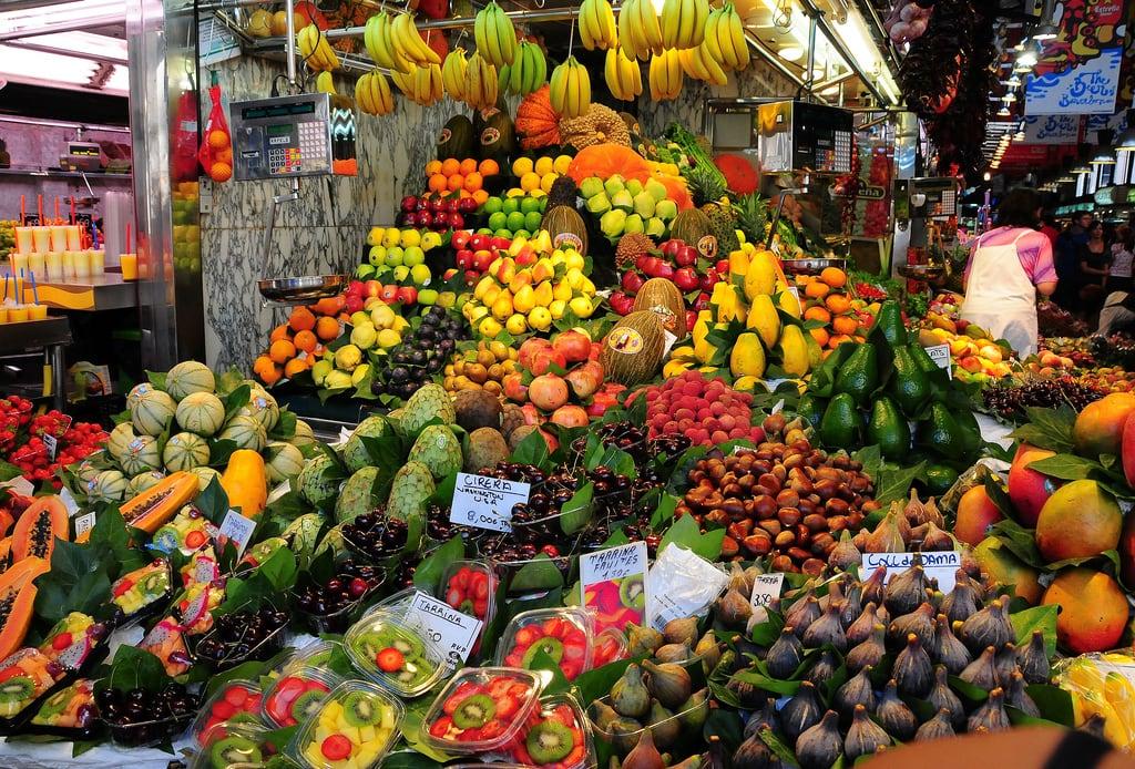 Εικόνα από Mercado la Boqueria. laboqueria market mercado barcelona catalonia catalunya spain espana fruit colour color display city