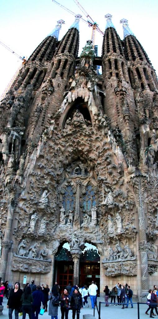 Billede af Basilica de la Sagrada Família i nærheden af Gràcia. barcelona barcelone sagradafamília templeexpiatoridelasagradafamília temploexpiatoriodelasagradafamilia gaudi catalunya cataluña catalonia catalogne españa espagne spain spanien giåm guillaumebavière