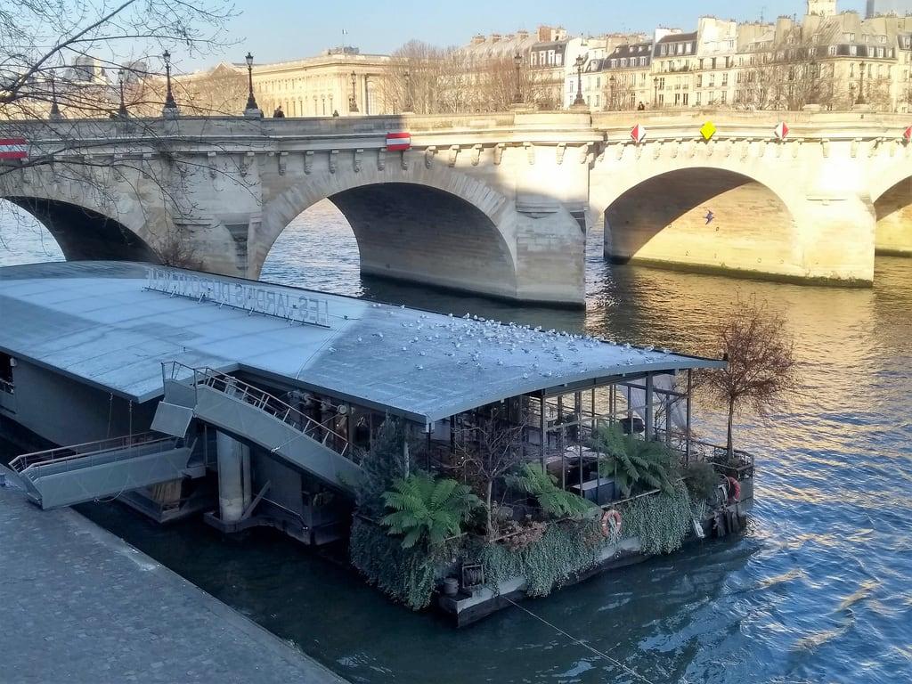Pont Neuf 的形象. france frankreich îledefrance paris capitale 1erarrondissement îledelacité 75 péniche fleuve seine