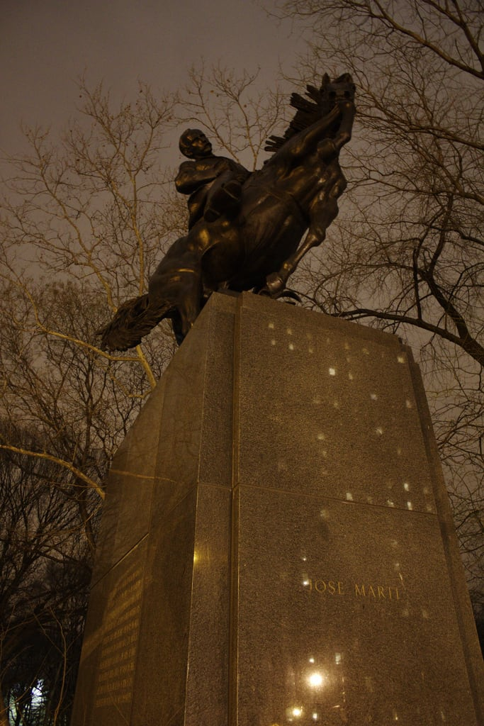Attēls no José Martí. city nyc sculpture newyork statue night centralpark manhattan independence cuban josemarti