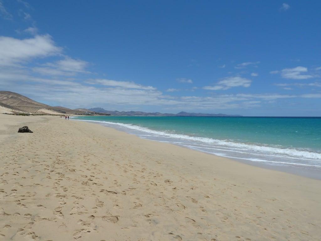 صورة شاطئ بطول 815 متر. beach del fuerteventura paso risco