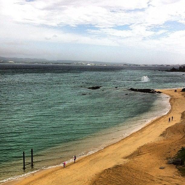 Hình ảnh của Kariyushi Beach (かりゆしビーチ) Kariyushi Beach. square squareformat iphoneography instagramapp uploaded:by=instagram foursquare:venue=4e411abcd22d6fdb87db91c6