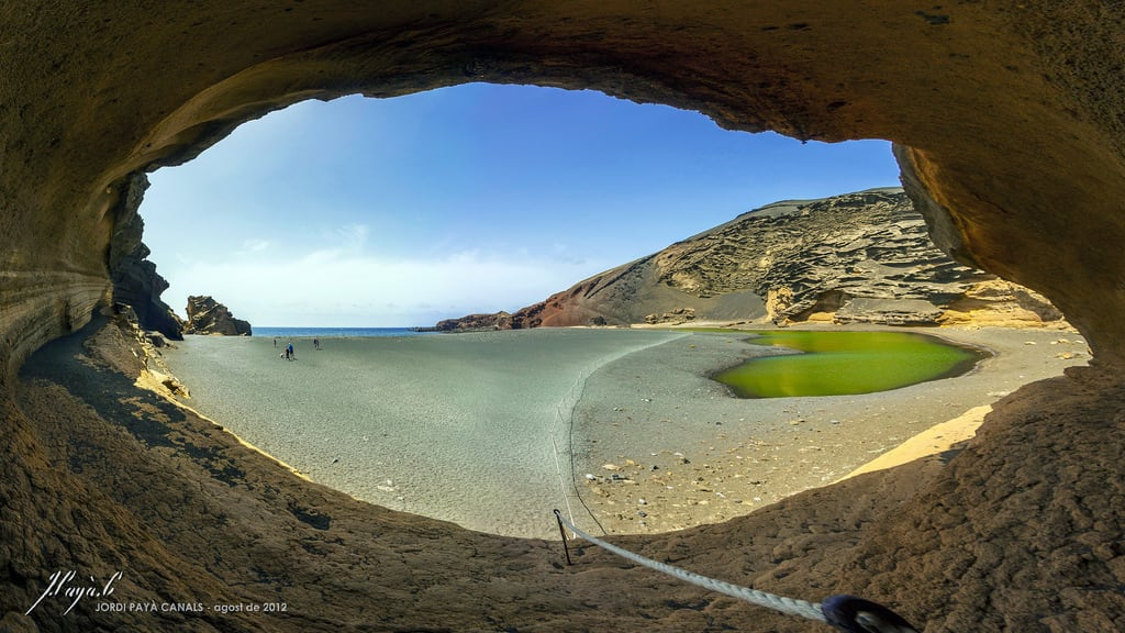 Playa de los Clicos görüntü. ocean sea panorama lake verde green beach water rock composition canon lago eos islands spain colorful lanzarote el canals atlantic fisheye cave canary jordi 8mm volcanic stitched charco clicos samyang 450d payà