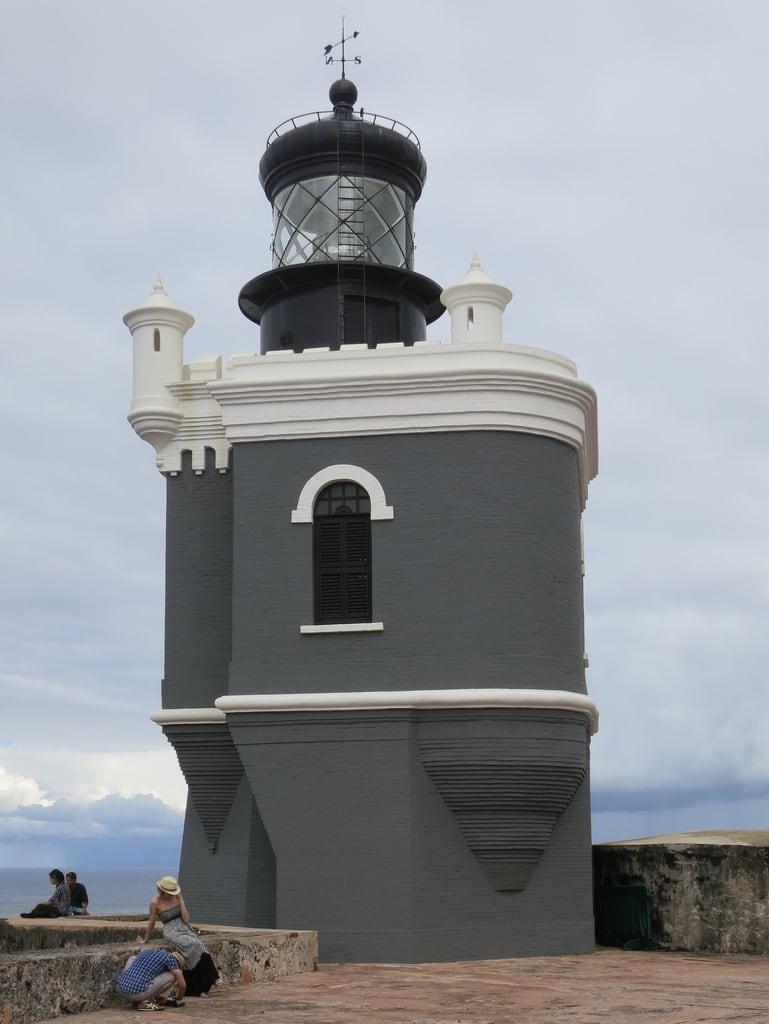 Bilde av Castillo del Morro Lighthouse. lighthouse castle puertorico fort sanjuan fortaleza castillo viejosanjuan elmorro castillosanfelipedelmorro foursquare:venue=4b4705a2f964a5209a2a26e3