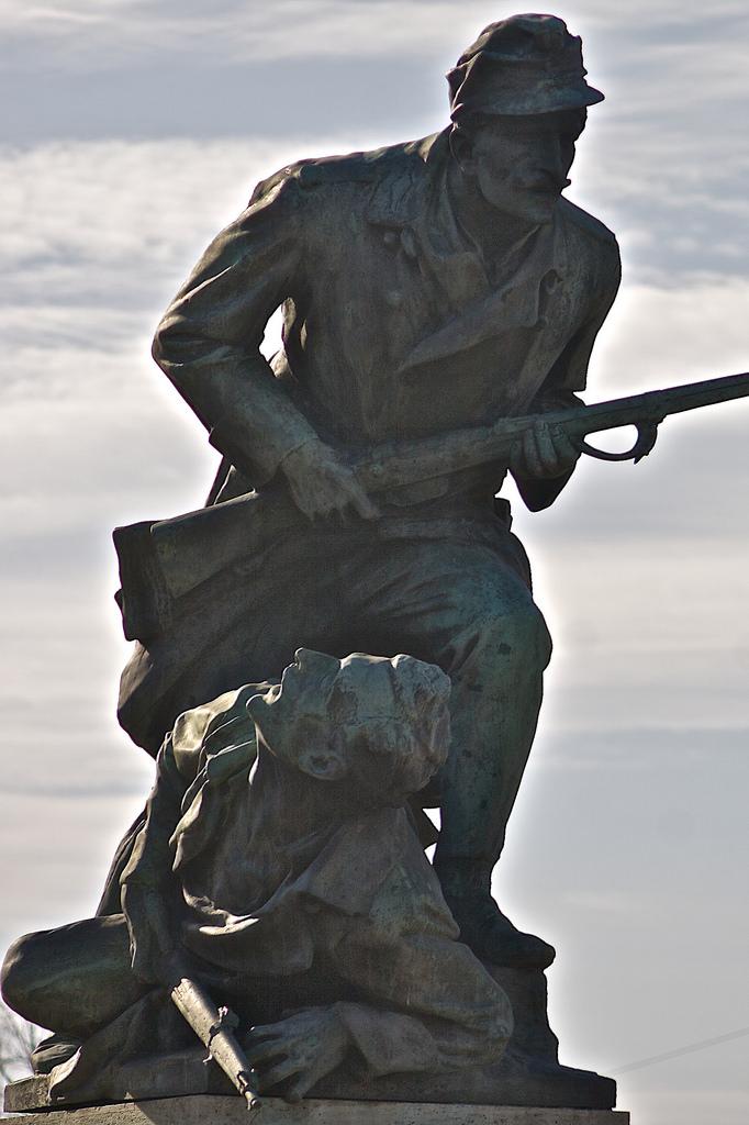 Image of 69-es előre!. statue europe hungary statuary magyarország fejer fejér székesfehérvár szfvár